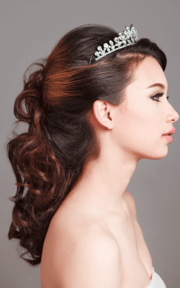 "alt=""Brunette model showcasing a beautiful hair style and undo in the hairstyle gallery"""